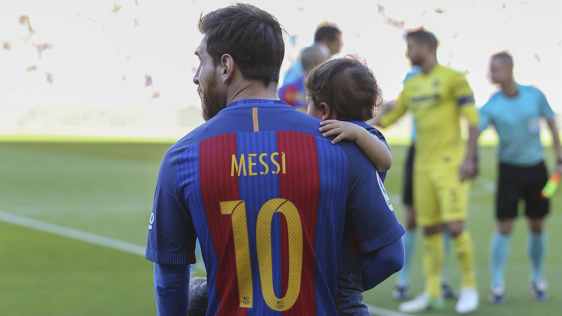 Messi mostró a su hijo Mateo cantando