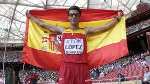 Miguel Ángel López, tras ganar la medalla de oro en los 20 km. marcha en el Mundial de Pekín