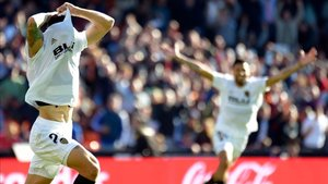 Piccini celebra su último tanto con el Valencia