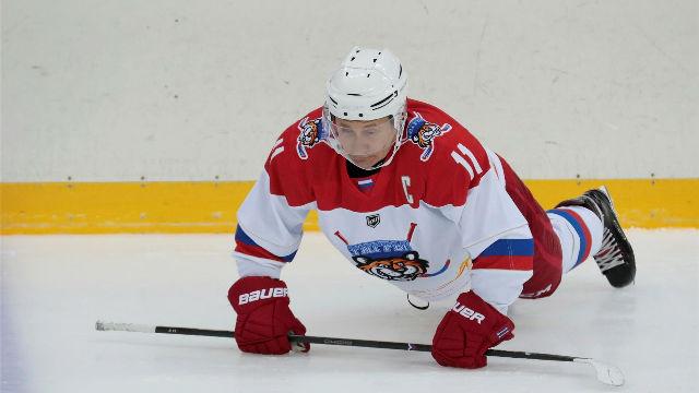 Putin no perdona su partido de hockey a pesar de la lesión en su mano derecha