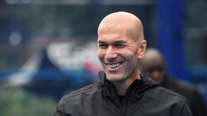 Zinedine Zidane en Saint-Denis, cerca de París