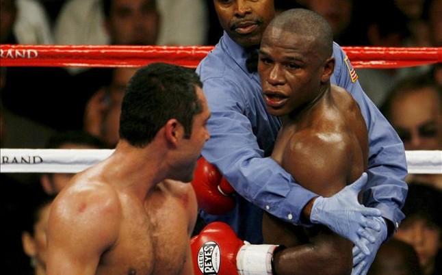 Mayweather se 'inventa' una revancha contra De La Hoya