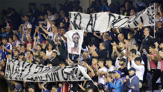 La afición del Tenerife se vuelca contra el racismo y Williams lo agradece