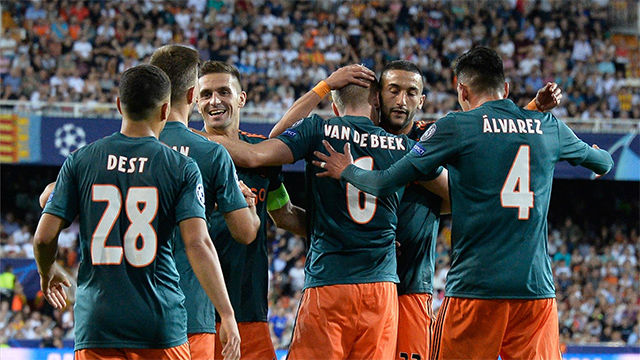 El Ajax se impone al Valencia en Mestalla
