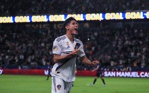Antuna celebrando un gol con el Galaxy