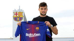 Arnáiz posa con la camiseta del FC Barcelona