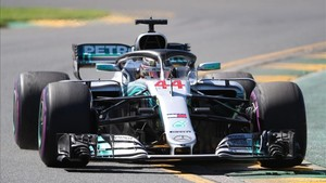 Hamilton mantiene a su Mercedes en primera posición