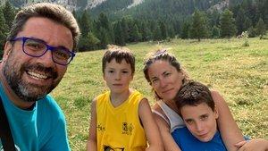 Josep Salvat, con su familia en una imagen reciente
