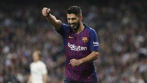 Luis Suárez celebró dos goles ante el Real Madrid