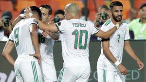 Mahrez desató la locura en las gradas argelinas