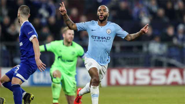Un Manchester City con diez remonta al Schalke