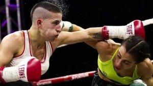 Melania Sorroche se impuso a Violeta González por KO técnico
