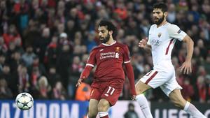 Mohamed Salah y Fazio durante el Liverpool-Roma de la Champions 2017/18