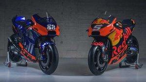 La moto del equipo satélite, a la izquierda, luce una decoración muy similar a la del Toro Rosso