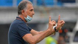 El por entonces entrenador de Colombia, Carlos Queiroz, durante el partido clasificatorio para el Mundial de la FIFA 2022 contra Uruguay