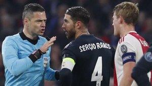 Sergio Ramos provocó una cartulina amarilla ante el Ajax