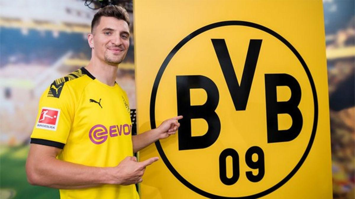 Thomas Meunier es presentado con el Borussia Dortmund