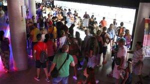 Turistas realizando la visita a las instalaciones del FC Barcelona