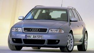 Audi RS 4 del año 2000.