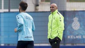 Abelardo espera romper su mala racha contra el FC Barcelona en su estreno como entrenador del Espanyol
