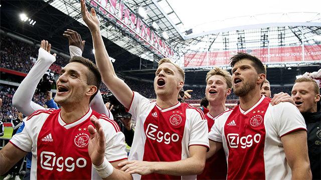 El Ajax celebra el título de campeón tras ganar al Utrecht