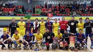 Ambos equipos se fotografiaron juntos en la visita del Barça a la localidad suiza...22 años después