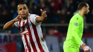 El Arabi firmó el gol de la victoria del Olympiacos sobre el Estrella Roja