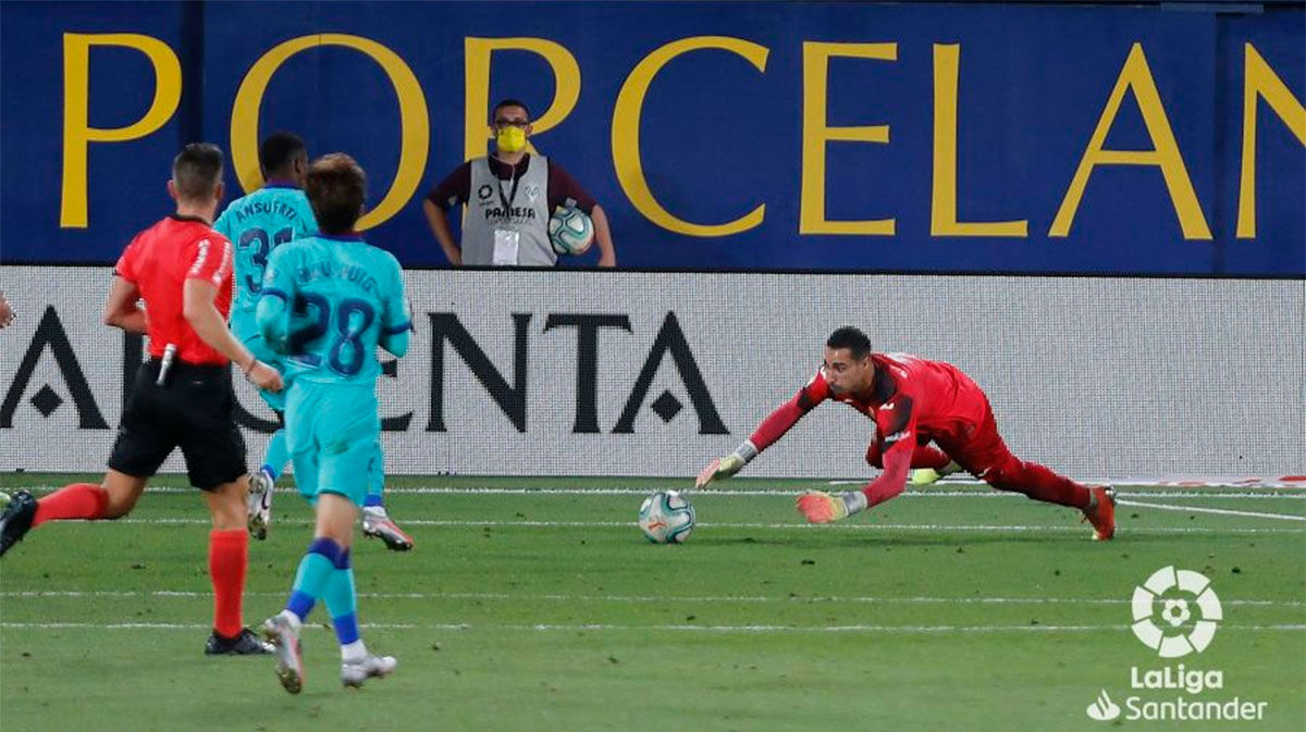 Asenjo evitó una goleada mayor del Barça en La Cerámica
