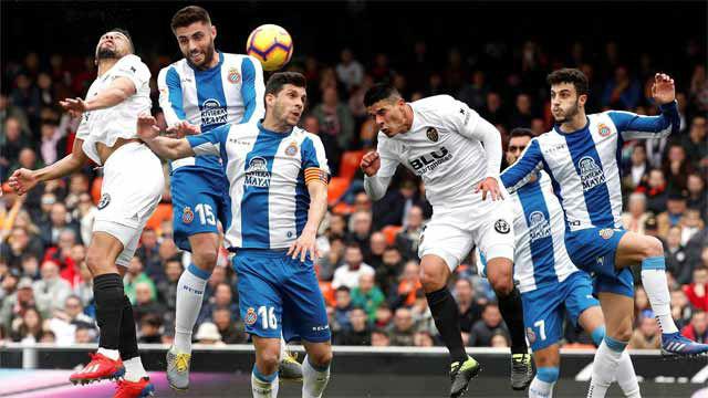 El Espanyol suma un punto ante un Valencia que fue mejor