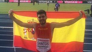 Héctor Santos, feliz tras lograr la plata en tierras suecas