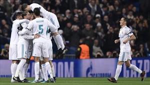 Los jugadores del Madrid celebrando uno de los goles frente al Borussia Dortmund