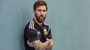 Messi presentó la segunda equipación de Argentina