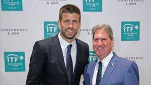Piqué, junto a David Haggerty, presidente de la Federación Internacional de Tenis