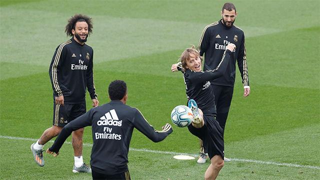 El Real Madrid entrena sin Bale ni James