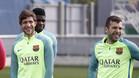 Sergi Roberto, Samuel Umtiti y Jordi Alba durante un entrenamiento del FC Barcelona