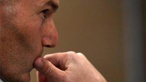 Zidane, ante la misión de reilusionar al madridismo a golpe de talonario