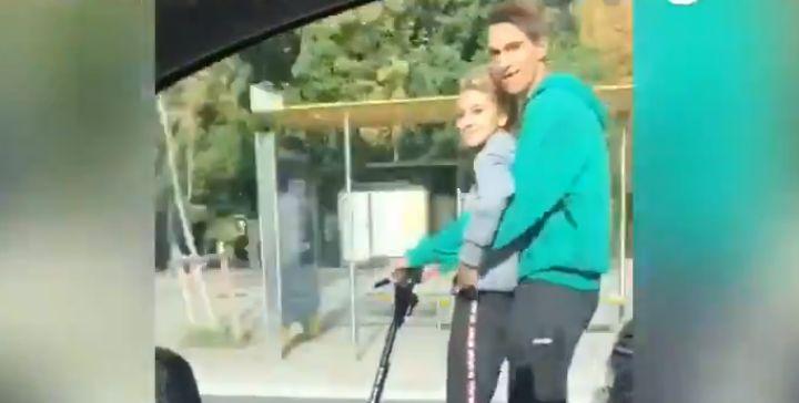 Dos chicos a 80 km/h en patinete por la Diagonal