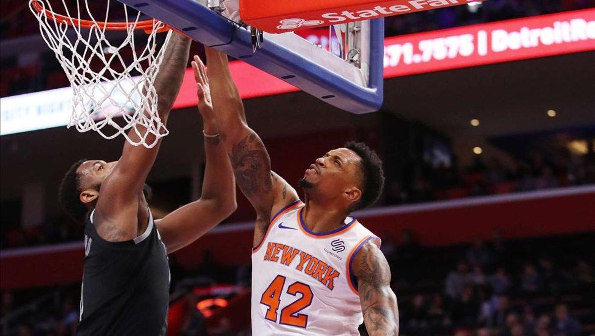 new styles ac78e 571cd Dolan echa a fanático que le dice que venda al equipo. El mandamás de los New  York Knicks ...