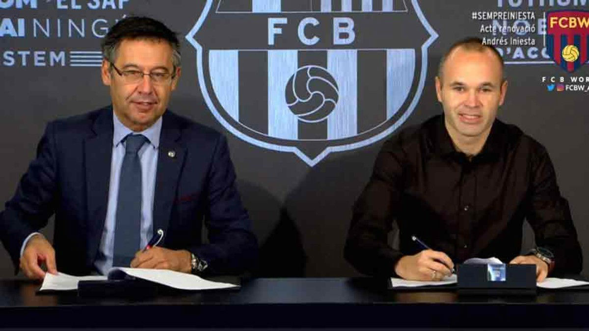 Bartomeu firma con Iniesta la renovación del capitán del Barça