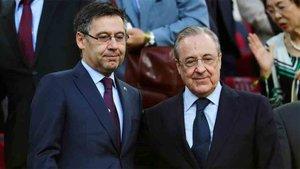 Bartomeu y Florentino Pérez, en el palco del Camp Nou