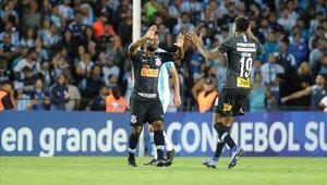 Corinthians sufrió con los suplentes de Racing, pero pudo vencerlos en la tanda de penaltis