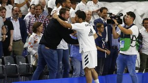 Doncic y Campazzo se saludan en un partido de los blancos