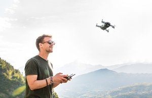 drone-3453361 640