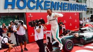 Hamilton celebra su gran victoria en el GP de Alemania