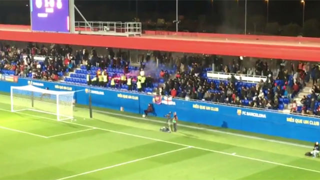Los Boixos Nois sacaron bengalas en el Espanyol - Barça B