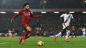 Mohamed Salah no solo es noticia en los terrenos de juego