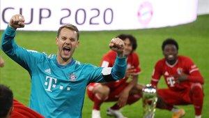 Neuer celebrando el título en la final de la Champions