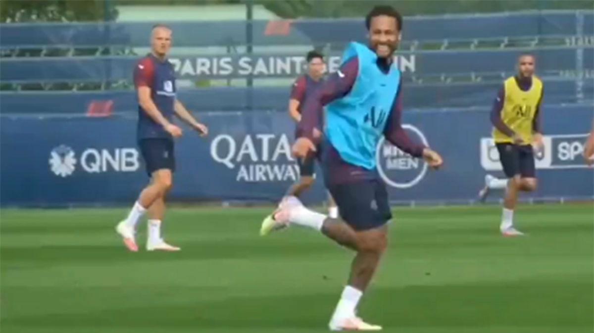 El Neymar post-coronavirus sigue haciendo magia: Ojo al caño perfecto a un compañero