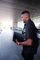 Samuel Etoo a su llegada al aeropuerto del Prat.