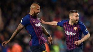 Arturo Vidal celebra un tanto de Alba